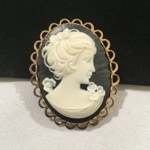 Vintage Gold Brooch With Faux Black & Cream Cameo